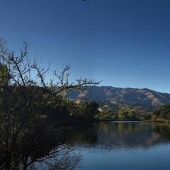 Ter vergelijking: Lake Solano als er geen branden in de buurt woeden. Foto van 15 december 2017, alle foto's gemaakt door en copyright: Constantia Oomen
